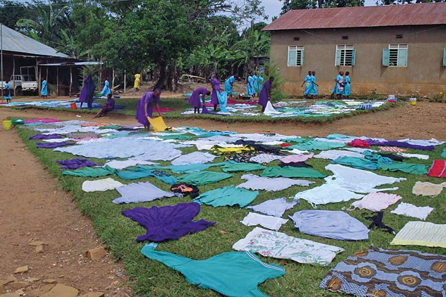Waschtag an der Hekima Girls' Secondary School