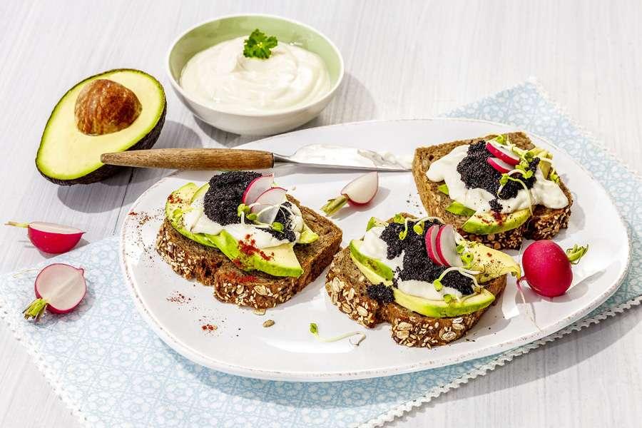 Amaranth-Kaviar auf Snack-Broten