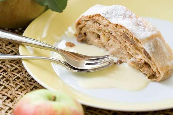 Apfelstrudel mit Erdnussmus