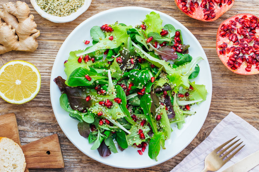 15.02.2018: Salad with asian dressing, pomegranate and hemp seeds