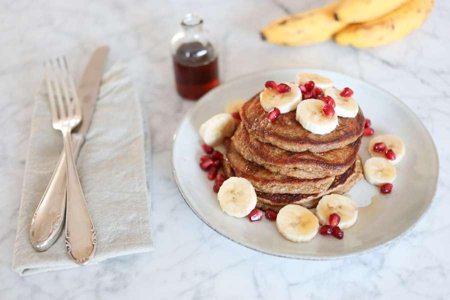 Bananen-Chia-Protein-Pfannkuchen ohne Mehl
