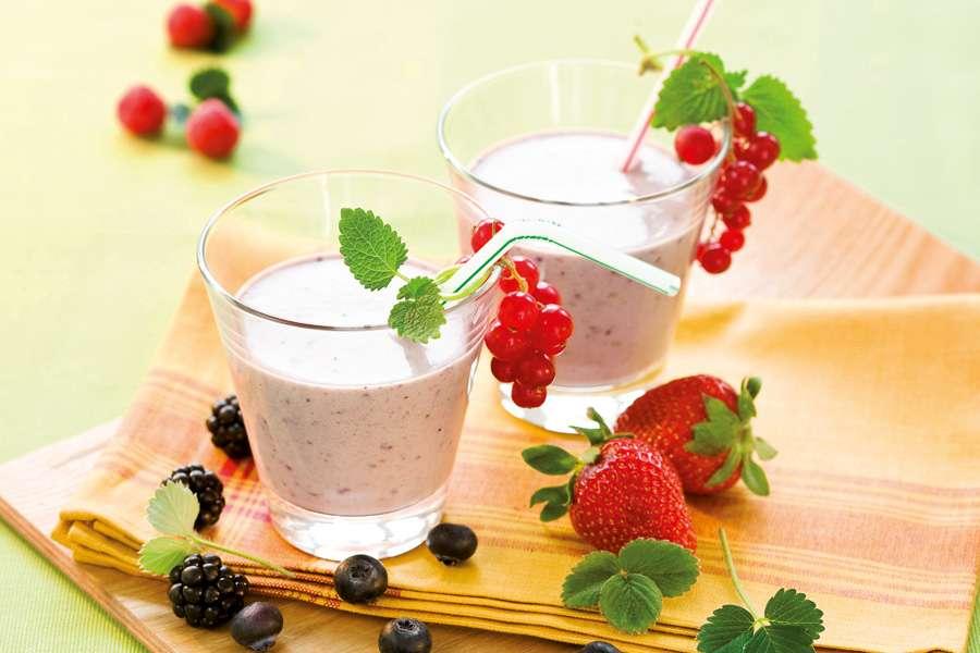 Beeren-Nuss-Milch