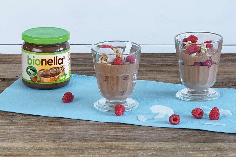Kokos-Beeren-Trifle mit Mandel-Crumble