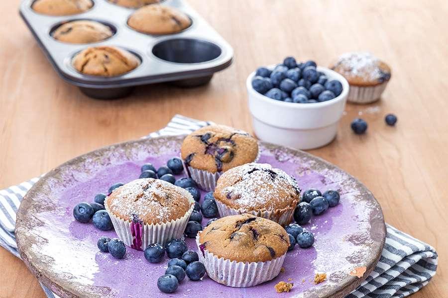 Blaubeer-Muffins mit Kichererbsenmehl