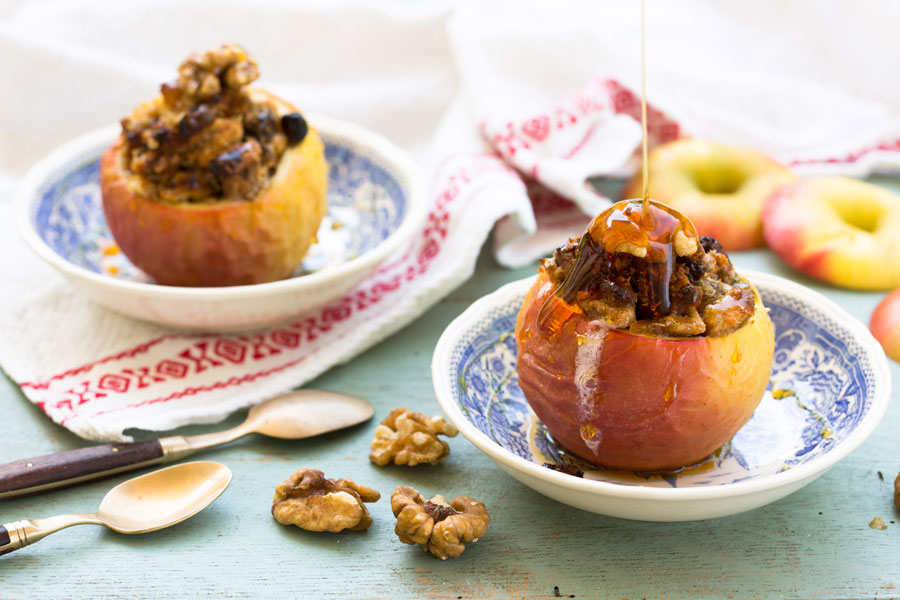 26.11.2017: Baked apple with dried fruit, nuts and marzipan