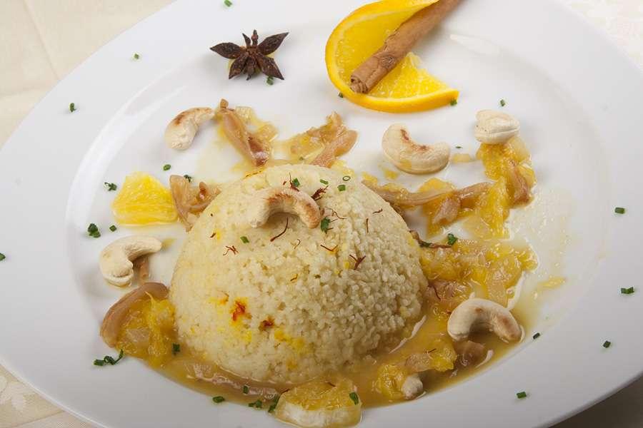 Couscous Safran mit Dattel-Orangen-Sauce