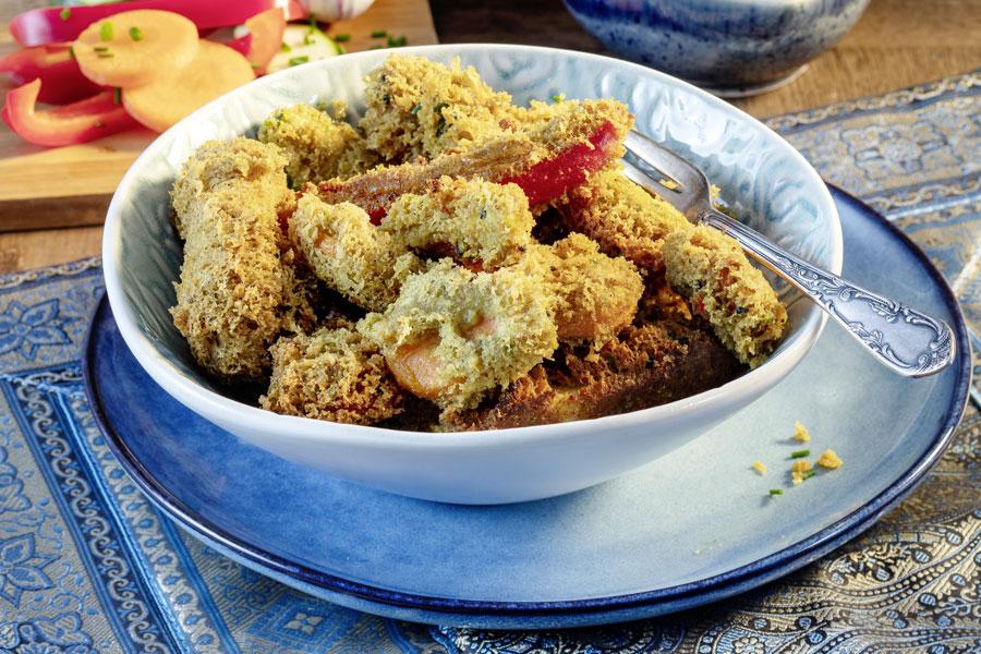 Curryteig – Pakora mit Gewürz-Erdnuss-Dip