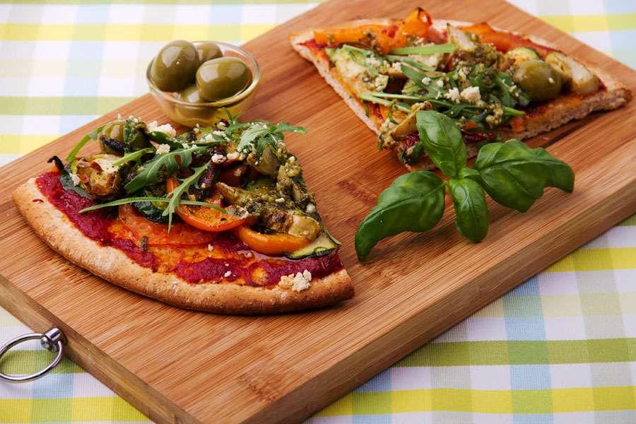 bio rezept von attila hildmann atillas veggie pizza rapunzel naturkost. Black Bedroom Furniture Sets. Home Design Ideas