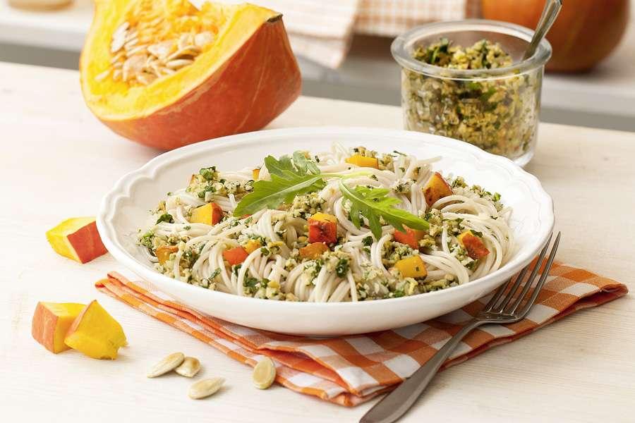 Emmer-Spaghetti mit fruchtigem Rucola-Apfel-Pesto