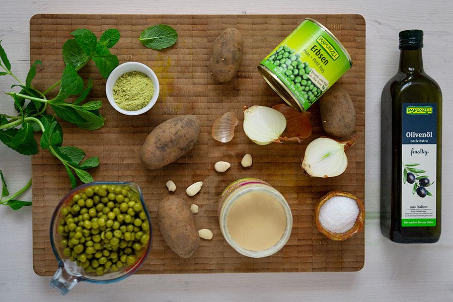 Grüner Erbseneintopf mit Wurzelgemüse und Räuchertofu