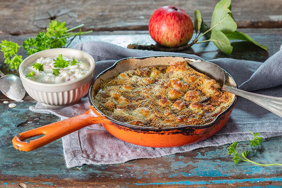 Hanf-Kräuter-Frittata mit Gemüse und Apfel-Meerrettich-Dip