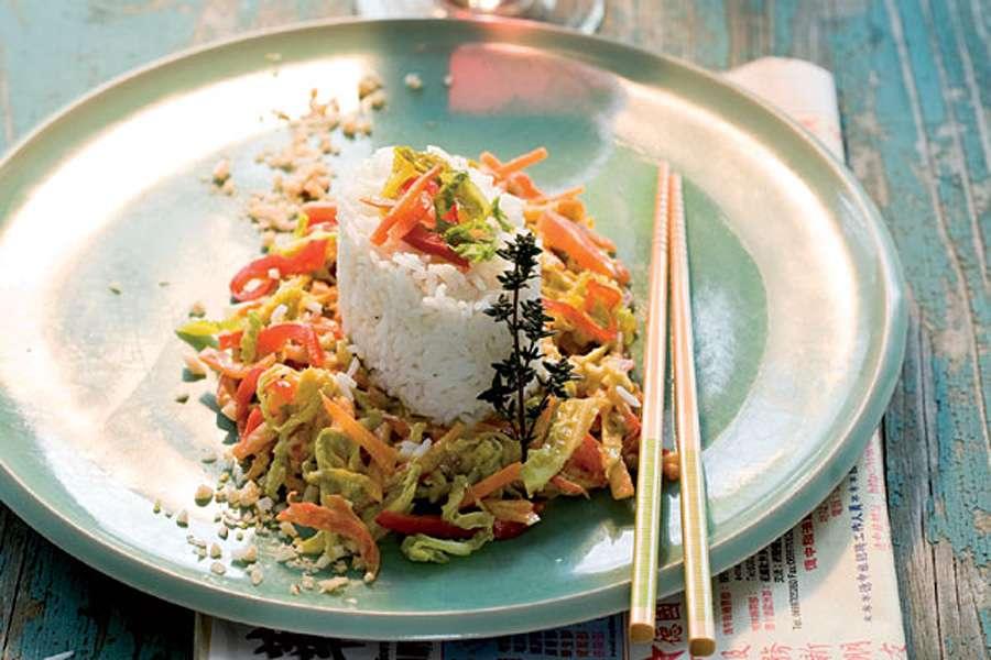 Asiatisches Gemüse mit Kokosmilch an Duftreis