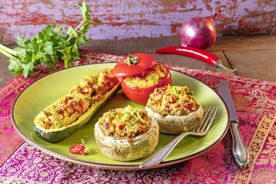 Buntes Gemüse mit orientalischer Couscous- Füllung und Tahin