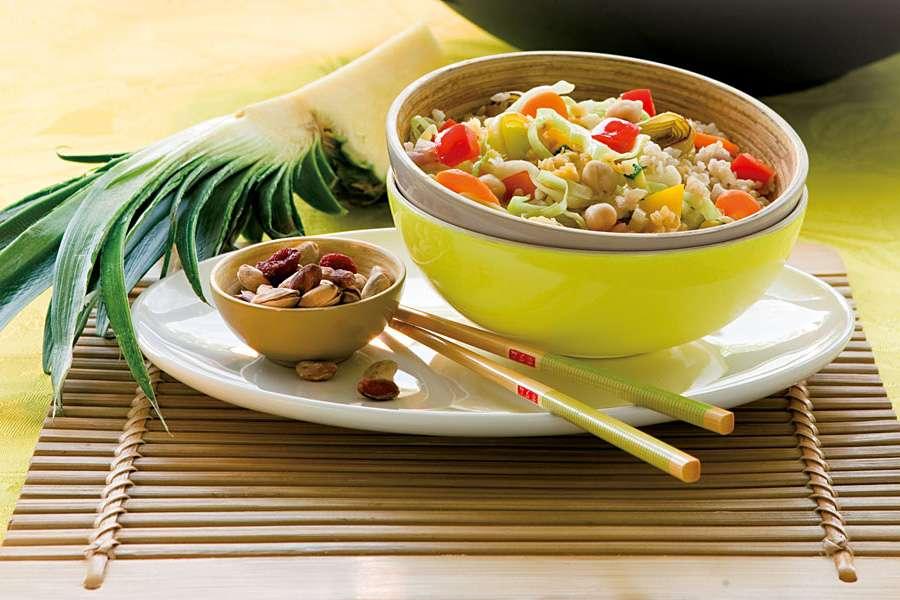 Gemüse Reis Pfanne im Wok