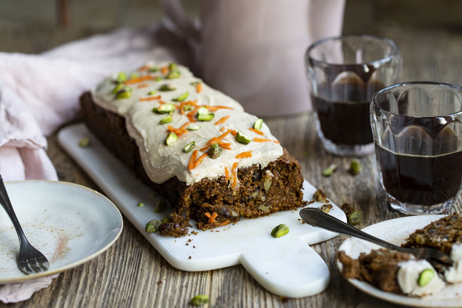 Carrot cake with walnuts and butter cream