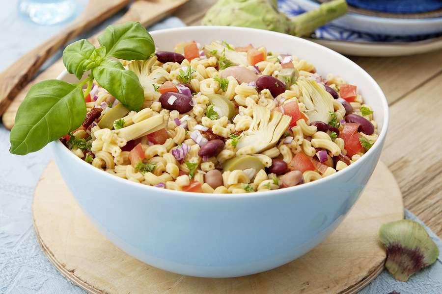 Mediterraner Kichererbsen-Pasta-Salat