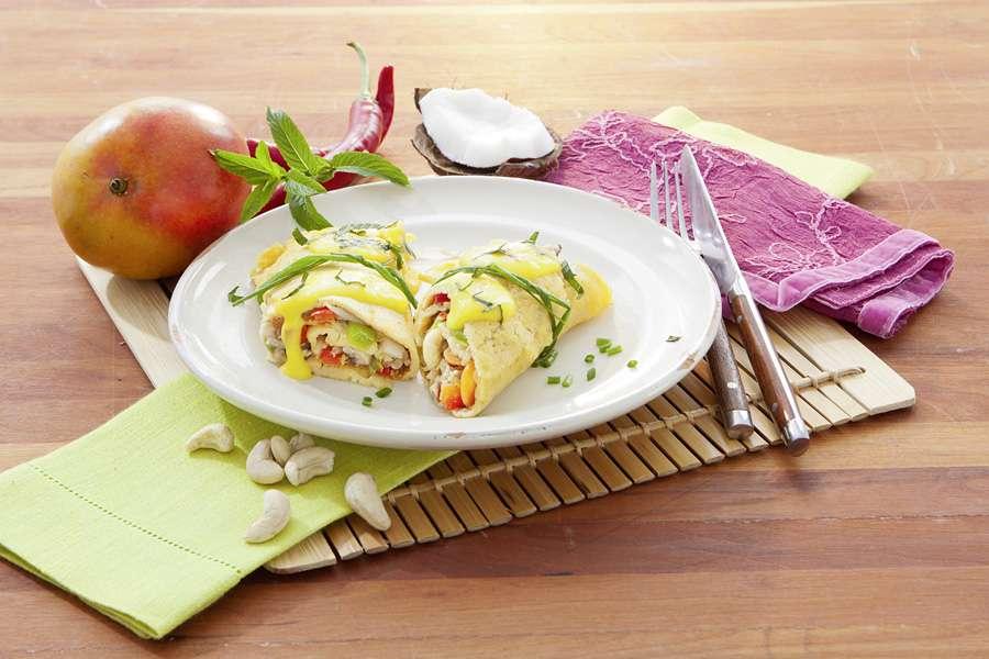Kichererbsen-Pfannkuchen mit Wok-Gemüse und Mango-Minze-Topping