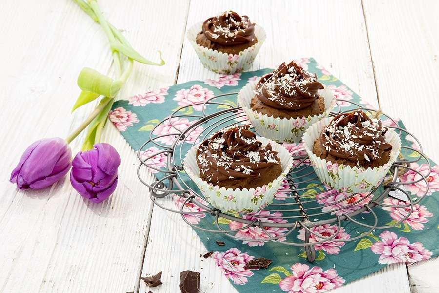 Kokos-Cupcakes mit Schokocreme Häubchen