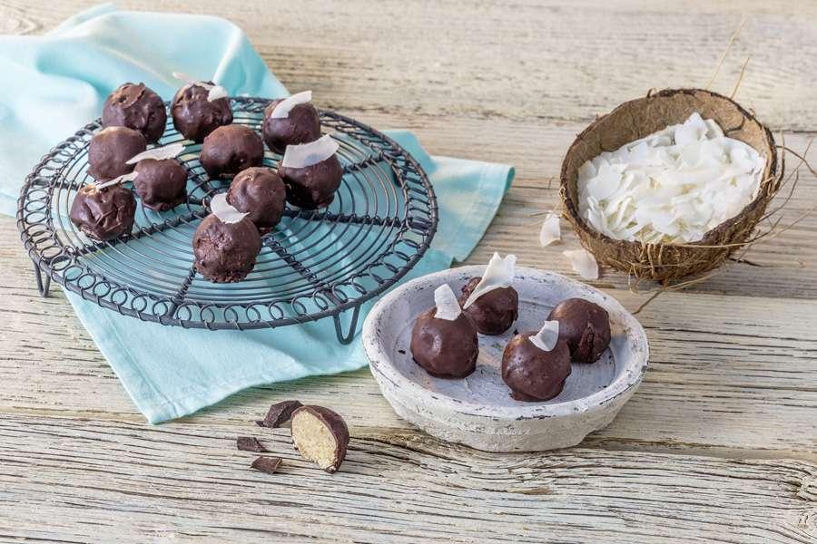 Kokos-Erdnuss-Bites