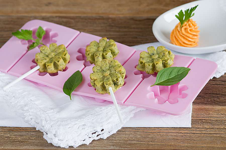 Kräuter-Cake Pops mit Paprika-Topping