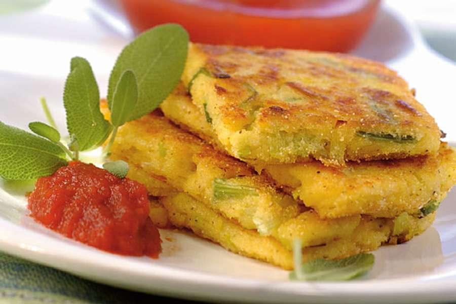 Bio Rezept Polenta Lauchschnitten Auf Tomatenragout Rapunzel