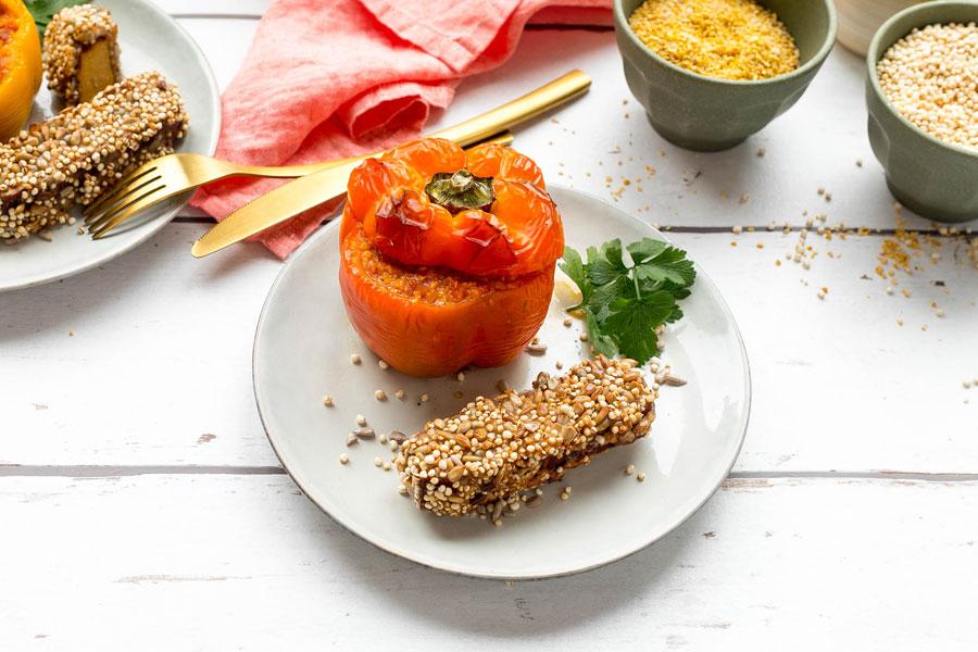 Räuchertofu mit Quinoa-Kruste und gefüllte Lupinen Paprika