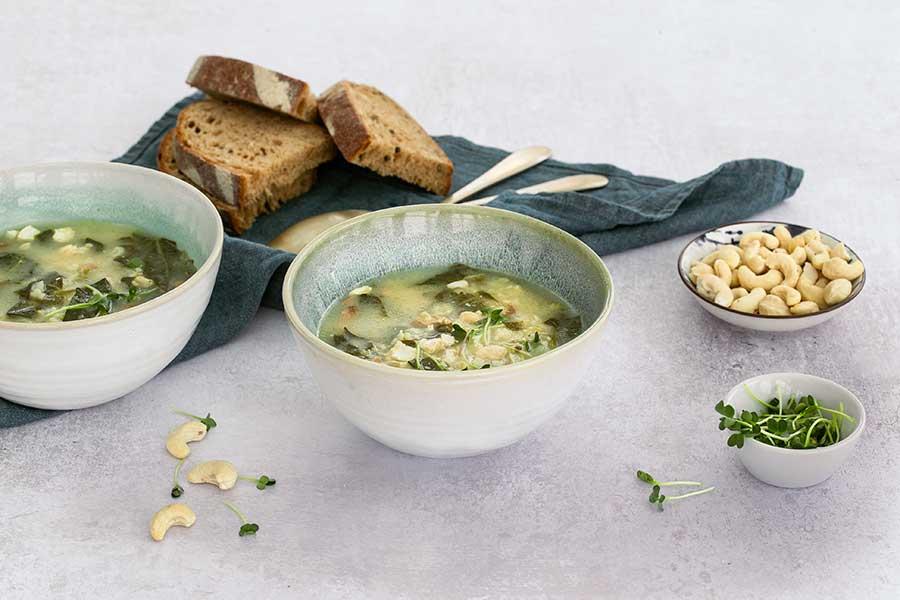 Orientalische Reis-Spinat-Suppe