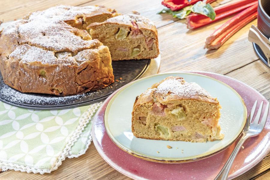 Rhabarberkuchen mit Kokos- & Mandelmus mit Dattel