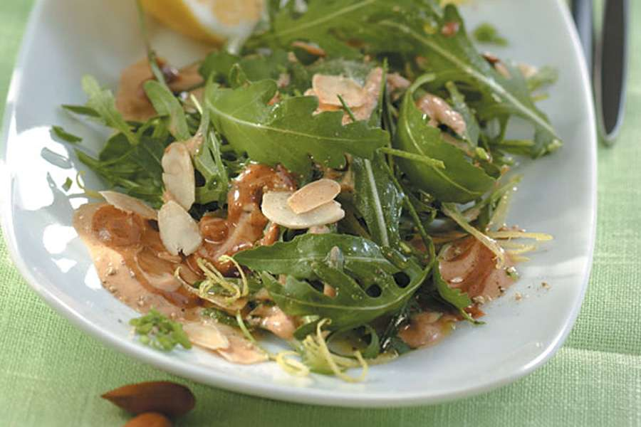 Rucola Salat mit Mandeldressing