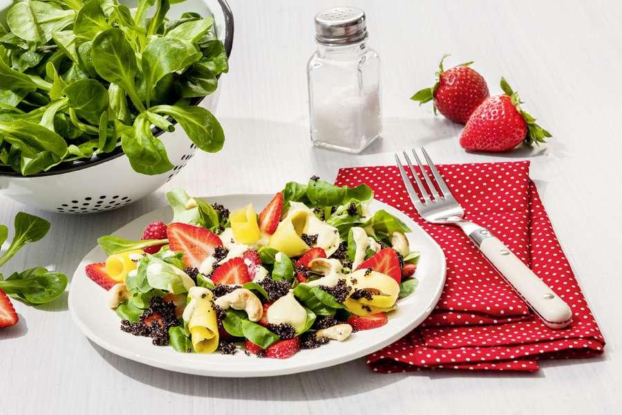 Schwarzer Amaranth-Salat mit Mango & Beeren
