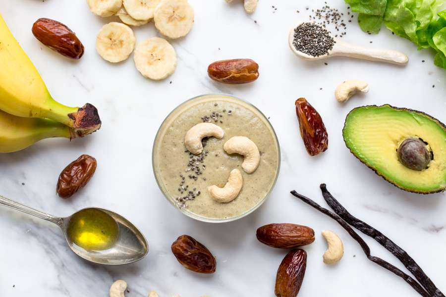 17.01.2017: Smoothie with avocado, dates and chia seeds