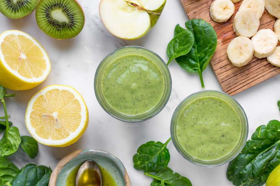 Smoothie with kiwi, apples, spinach and chia seeds