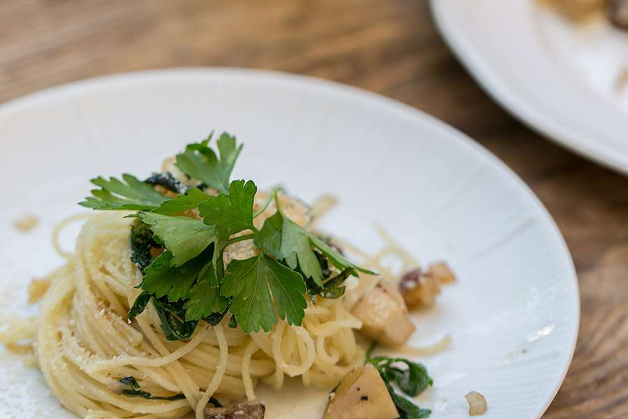 Spaghettini with fresh Mushrooms and Parsley