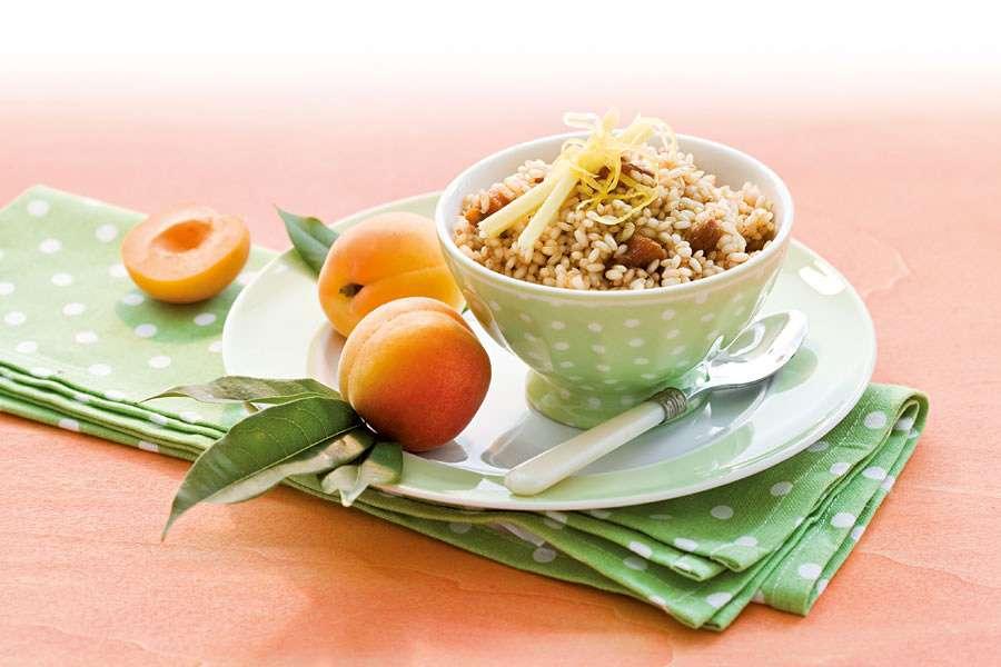 Süßer Reis mit Mandelmus und Aprikosen