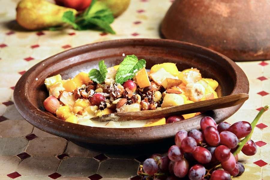 Süße Tajine mit Nuss-Früchte-Mix und Mandelmilchschaum