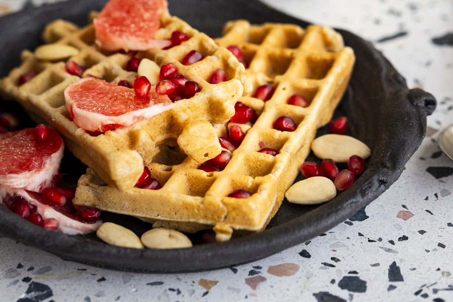 09.03.2019: buttermilk waffles with white almond butter