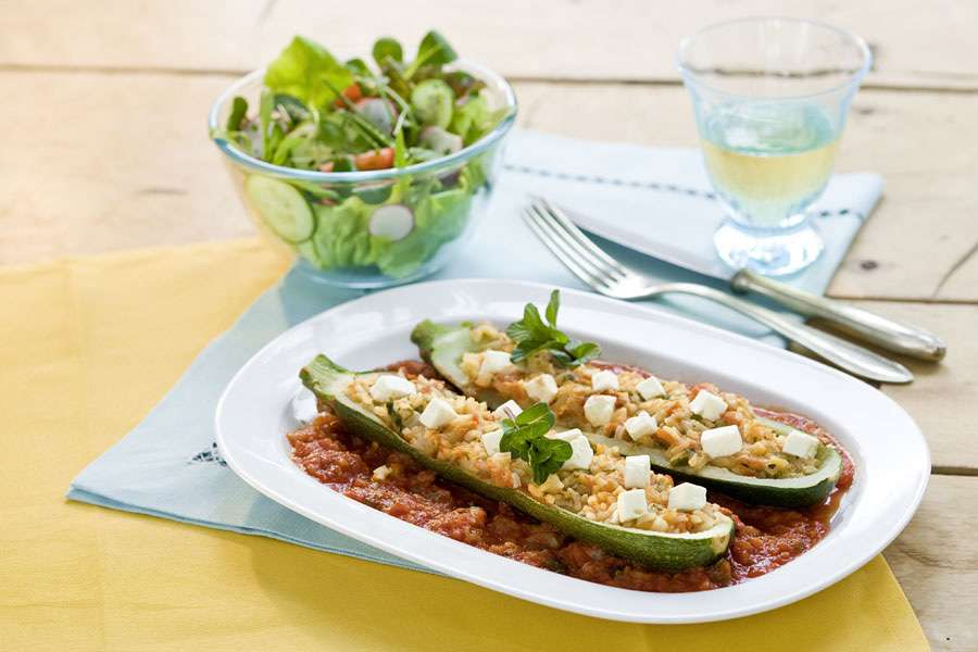 Zucchini mit Nuss-Reis-Füllung