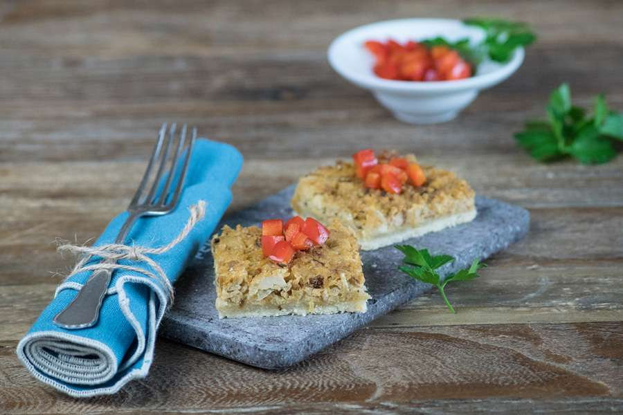 Zwiebelkuchen mit karamellisierter Paprika